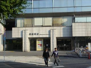 信濃町の駅前