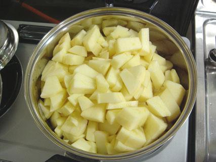 粗めに刻まれたリンゴ