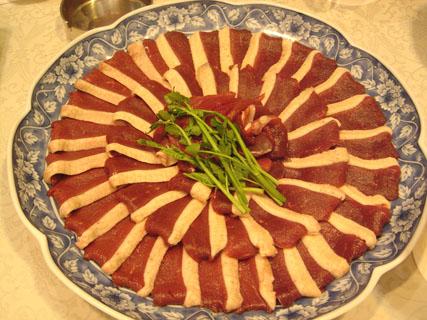 美しく並んだ鴨の胸肉