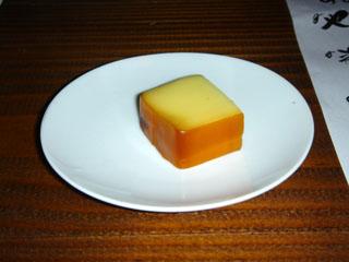 突き出しのスモークチーズ