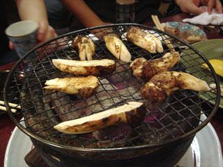 マツタケの炭火焼き