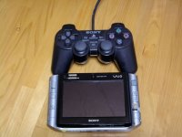 何の気なしに、PS2 のコントローラと比較